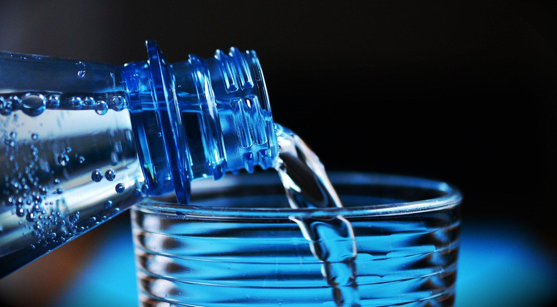Warum Wasser in Glas besser als in Plastik ist